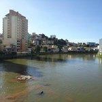 Rio Itapemirim atravessando o centro de Cachoeiro - ES