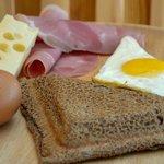 Galette complète : jambon, fromage râpé, oeuf