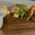 Galette forestière : émincé de poulet grillé, champignons frais à la crème