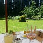 Table romantique face au jardin