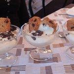 coppa con crema e biscotti al cioccolato fatti al momento