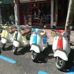 Motos en la calle antes de recogerla