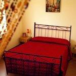 Suite Amelì: camera matrimoniale intima ed accogliente.