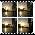 Поющие фантаны на закате, около Дубаи-молл