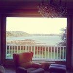 Vue du salon de la villa côté mer à Saint Malo. Cadre splendide !