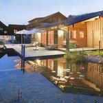 Hotel, Liegewiese, Schwimmteich, Saunahaus