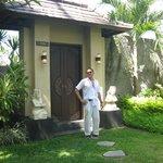 pintu masuk ke villa