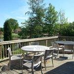 Gleneagles Lodge, hot tub and outside dining area