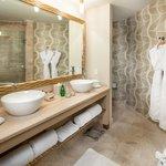 A Deluxe Room Bathroom.