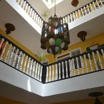 L'escalier et son éclairage typique