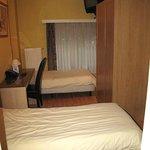 das Zimmer eher klein und eng