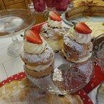 Big creamy cake things