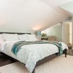 Ladyewood,stylish and chic, with a king sized bed