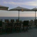 vista dal ristorante con apparecchiata al tramonto