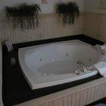 Hot Tub in Wickshire Cabin