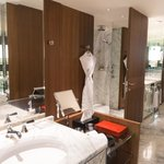 Park Suite King Bathroom