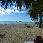 La plage d'Andilana devant notre table chez Loulou