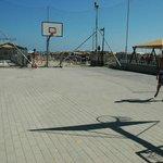 Il campo da basket/calcio