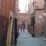 El callejón hacia el hotel