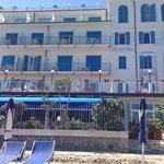 Ansicht des Hotels vom Meer aus