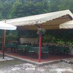 La zona bar/ristorante esterna
