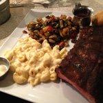 1/2 rack ribs, with mac, and pepper mushroom hash.