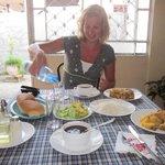eten in de keuken bij Mercedes