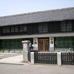 正面(日本の歴史をしみじみ感じさせる建物です
