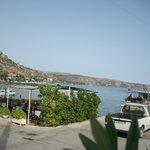 θέα απο κατάλυμα προς την παραλία Αγίου Νικολάου