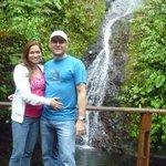 Mi esposa y yo en la Catarata Doña Ana