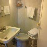 micro bagno! il wc è nell'angolo dietro la porta