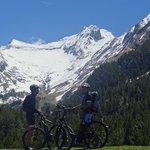 Vallibierna con bicicletas de pedaleo asitido AVE