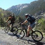 Subida a Vallibierna en e-bike AVE XH5
