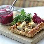 Goat's cheese and red onion tart