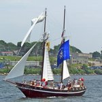 Topsail Schooner WOLF sailing the Thames River