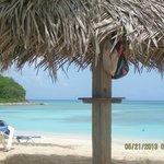 Tiki umbrellas/chaise lounges/beautiful beach/water- ahh!