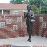 Noel Neill statue