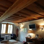 beam ceiling in Amaryllis room