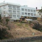 島から見た旅館