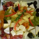 Cheeses & fruits platter