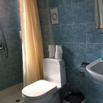 Basic room shower, clean no frills