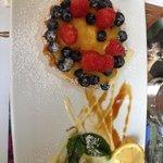 tartelette crema pasticcera al limone con lamponi e mirtilli