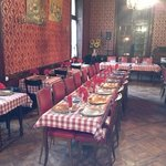 A défaut de soleil ou de place au jardin, magnifique salle de restaurant exploitée depuis 1850