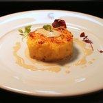 Tortino di baccalà,porri e patate con salsa di acciughe