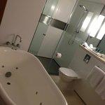 excellent bathrooms with spa bath