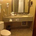 Large Bathroom w/tub and shower