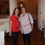 Eu e minha amiga Célia no Hall de entrada.