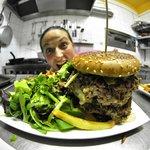 Un burger ? Et pourquoi, pas un Tatar'burger du jour !