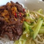 Rice noodles with beef marinated with lemon grass and chili
