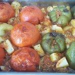 Γεμιστές. Stuffed tomatoes adn peppers. Nadziewane papryki i pomidory.